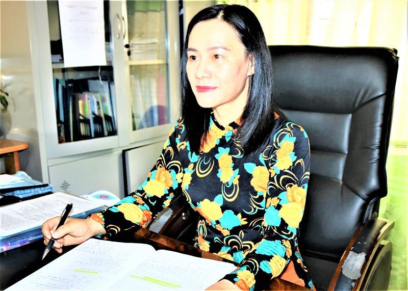 Bí thư chi bộ- Hiệu trưởng Trường THPT Lê Lợi Nguyễn Thị Huệ.